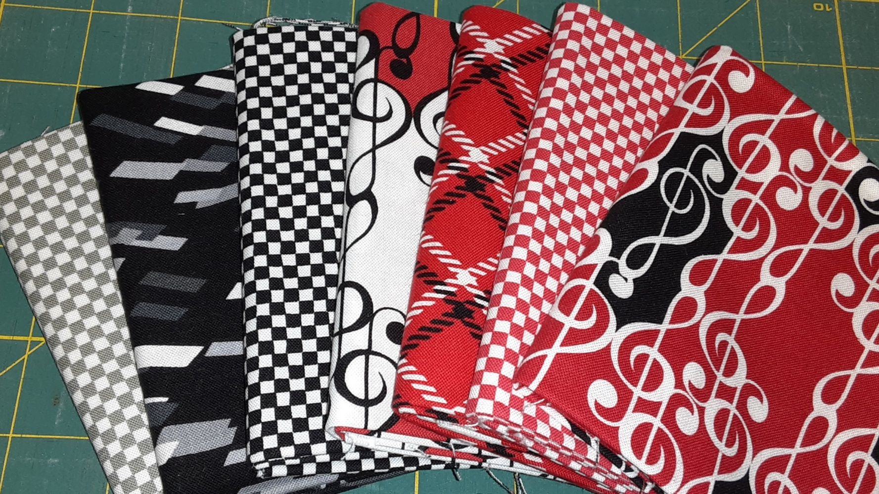 7 pc B,W, R Fat Quarter Bundle (Benartex)