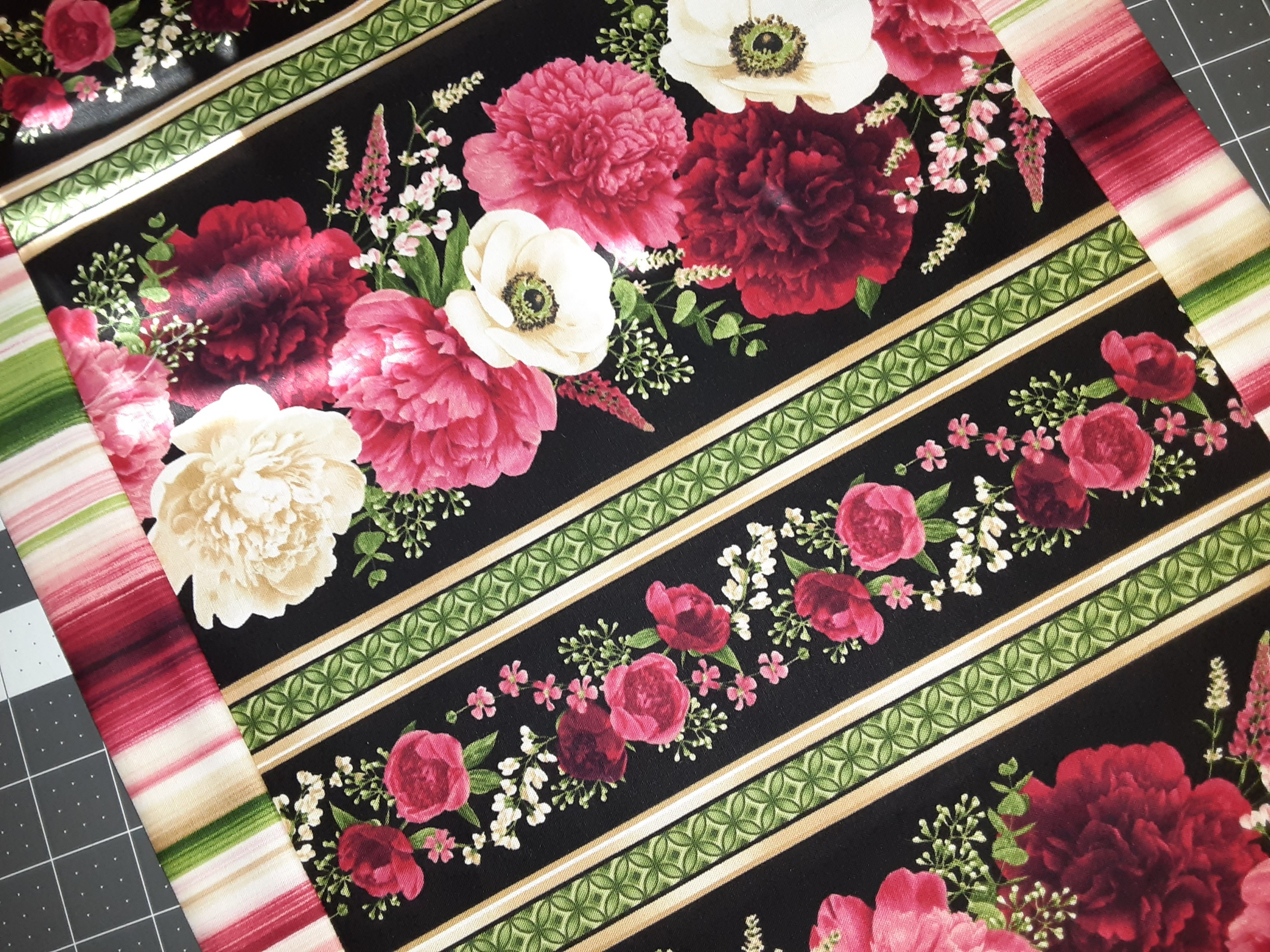 10 min. Table Runner Kit (Floral)